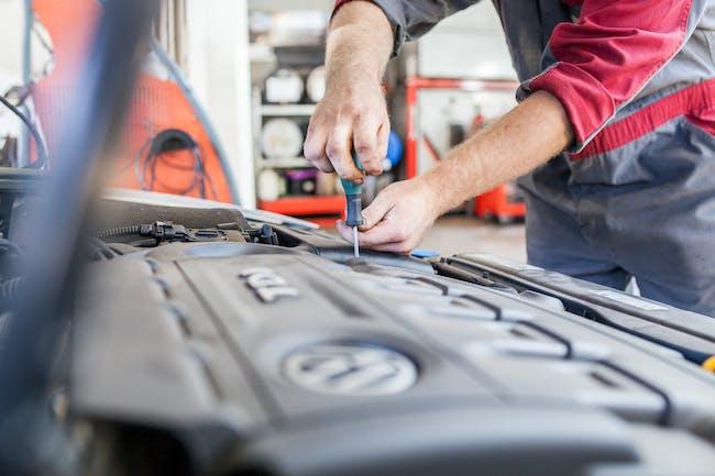 Uw accu professional vervangen door Autoservice Zwart in Alphen aan den Rijn