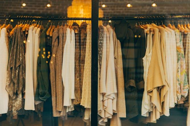 hoe je kledingkast indelen