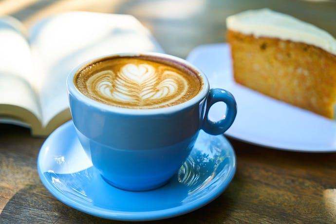 lichtblauwe kopjes koffie